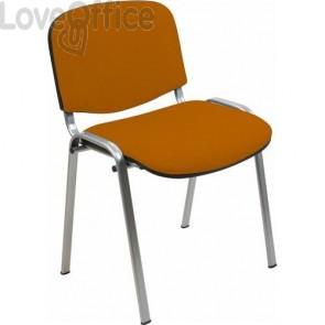 sedia attesa in polipropilene di colore arancio con gambe grigie