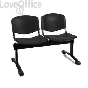 panca da attesa nera con sedute in plastica