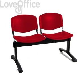 panca da attesa rossa con sedute in plastica